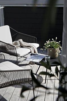 Pergola With Retractable Canopy Kit Info: 8247676146 Small Terrace, Small Patio, Balcony Furniture, Outdoor Furniture Sets, Furniture Dolly, Luxury Furniture, Outdoor Balcony, Outdoor Decor, Rooftop Garden