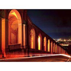 Il portico che porta al Santuario della Madonna di San Luca è lungo quasi quattro km e conta 666 archi e 15 cappelle.