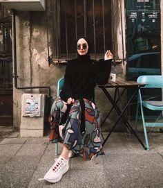 Hijab styles 349873464800890691 - Hijab outfit pattern skirt Source by Modern Hijab Fashion, Street Hijab Fashion, Hijab Fashion Inspiration, Muslim Fashion, Modest Fashion, Fashion Ideas, Modest Outfits Muslim, Hijab Fashion Summer, Fashion Muslimah