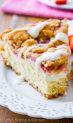 Strawberries 'n Cream Crumb Cake. Buttery and moist crumb cake filled with cream cheese and juicy strawberries. To put it over the top, I go heavy on the crumb topping and finish it off with a sweet vanilla glaze, sally. can use frozen berries. Just Desserts, Delicious Desserts, Yummy Food, Baking Recipes, Cake Recipes, Dessert Recipes, Breakfast Recipes, Cupcakes, Cupcake Cakes