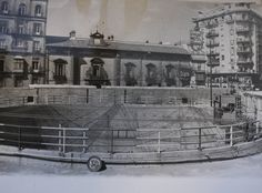 Puerta de Jerez. Al fondo, el mítico cartel de Phillips.    Vía ABC de Sevilla