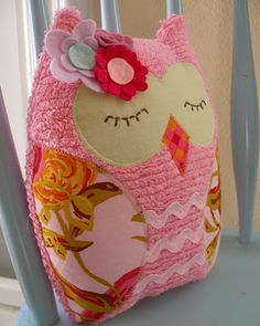 Owl Pillow...Cute!   (want to make one)
