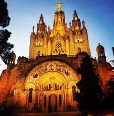 Tibidabo #Barcelona #tibidabomountain #tibidabo #bcn #cosmopolitan #weekend #happy #art #beautiful #night #picoftheday #instagramoftheday #blog #dosmaletas