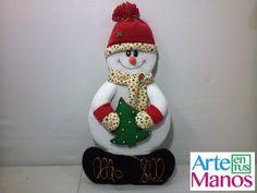 Snowman in Wooden Altarpiece Christmas Decorations, Christmas Ornaments, Holiday Decor, Christmas Ideas, Snowman Crafts, Xmas, Diy, Home Decor, Moda Fashion
