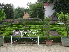 Gardens at Mount Vernon George Washington, Washington Dc, Colonial Garden, Garden Benches, Plantation Homes, Mount Vernon, Unique Gardens, Garden Photos, Architecture Details
