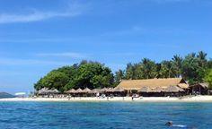 Barer og restauranter ligger direkte på stranden, og tæt på land kan man snorkle blandt fortryllende tropiske fisk. Fotos: Jens Erik Rasmussen