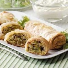 Celebrate the arrival of spring by serving this delightful strudel for brunch. Watch the savory slices disappear from the table! Strudel Recipes, Puff Pastry Recipes, Fresh Asparagus, Asparagus Recipe, Asparagus Dishes, Vegetable Side Dishes, Vegetable Recipes, Savoury Slice, Savoury Tarts