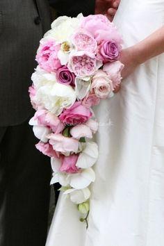 Brautstrauß gebunden zum Wasserfall in Pink/Rosé
