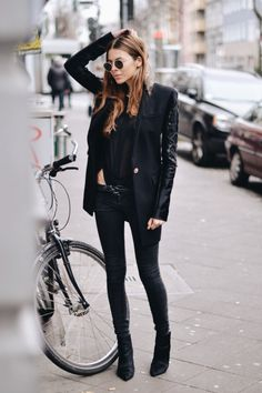 Street style, black, all black, fashion, Style Noir, Mode Style, Looks Style, Style Me, Black Style, Street Mode, Street Wear, Jeans Trend, Quoi Porter