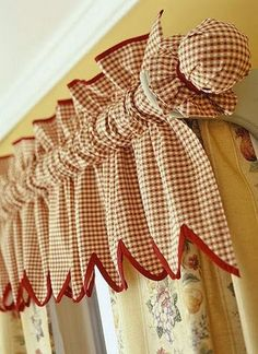Kitchen window curtains with blinds valances 25 new Ideas Diy Curtains, Curtains With Blinds, Kitchen Curtains, Window Curtains, Cortinas Country, Window Toppers, Gingham Fabric, Woven Fabric, Gingham Curtains
