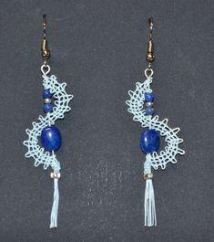 Boucles d'oreilles dentelle avec des perles de Lapis Lazuli Lapis Lazuli, Tassel Necklace, Jewelry, Fashion, Lace Jewelry, Ears, Beads, Boucle D'oreille, Locs