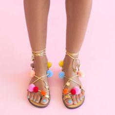 Sandale de dama Mineli Amazon ideale pentru sezonul estival, sunt ornamentate cu șiret din piele… Boutique, Must Haves, Amazon, Shoes, Fashion, Sandals, Moda, Zapatos, Riding Habit
