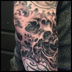 LOL State Tattoos, Dali Tattoo, Japanese Water, Fresh Tattoo, Traditional Japanese Tattoos, Japanese Sleeve, Professional Tattoo, Skull Art, Tattoo Studio