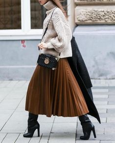 The best street style from Paris Fashion Week spring We captured street-style stars in the season's biggest trends. Casual Winter Outfits, Stylish Outfits, Fall Outfits, Fashion Outfits, Womens Fashion, Pleated Skirt Outfit, Skirt Outfits, Midi Skirt, Pleated Skirts