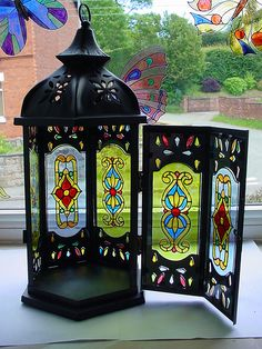 Más tamaños | Lantern (1) | Flickr: ¡Intercambio de fotos! Glass Painting Patterns, Glass Painting Designs, Paint Designs, Stained Glass Lamps, Mosaic Glass, Glass Art, Family Clock, Different Types Of Painting, Cold Porcelain Flowers