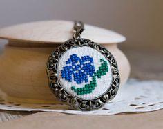 Vintage stijl ketting Blauwe bloem zijde borduurwerk door skrynka