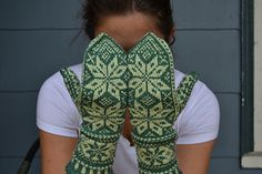 Knitting Pattern Name: Snowy Woods Mittens Free Pattern by: Hannah Malenfant