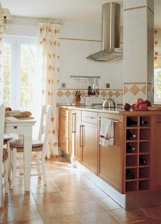 Comedor de diario: Cocina con muebles de madera