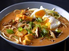 Asian Recipes, Ethnic Recipes, Healthy Soup, International Recipes, Pho, Food Art, Thai Red Curry, Easy Meals, Food And Drink