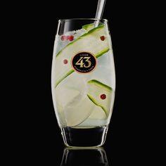 Probeer het recept voor de Fancy 43. Een frisse, kruidige mix met kleurrijke garnering, waarin de citrus aroma's van Licor 43 goed tot hun recht komen.