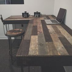 Barn wood Desk Office Spaces is part of Pallet desk Welcome to Office Furniture, in this moment I'm going to teach you about Barn wood Desk Office Spaces - Decor, Wood, Diy Furniture, Wood Pallets, Home Decor, Reclaimed Wood Projects, Wood Diy, Rustic Coffee Shop, Pallet Desk