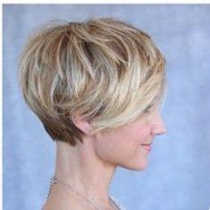 Long layers on short hair 😊 Haircuts For Thin Fine Hair, Cool Short Hairstyles, Pretty Hairstyles, Short Hair Cuts, Short Hair Styles, Hair Health And Beauty, Hair Beauty, World Hair, Pelo Pixie