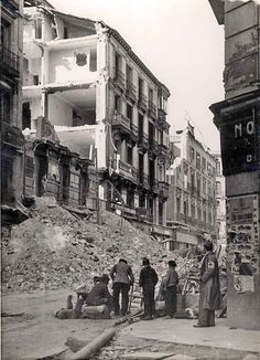 The Spanish Civil War Simplified Spanish War, Foto Madrid, Vietnam, Germany And Italy, Rare Images, Civil War Photos, Photo Journal, Most Beautiful Cities, Poster On