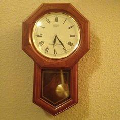 В доме, где слишком тихо, #часы с маятником приведут жизнь в движение.