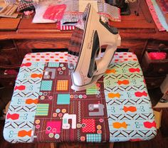 I needed a cover for my TV tray, I have a portable ironing mat, but I wanted something that fits my TV tray better. I used material left. Diy Ironing Board, Ironing Board Covers, Sewing Hacks, Sewing Crafts, Sewing Tips, Tv Trays, Iron Board, Quilting Tips, Homemaking
