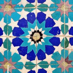 tile design at the Blue Mosque in Mazra-e-Sharif, Afghanistan (islamicarts) Islamic Tiles, Islamic Art, Tile Art, Mosaic Tiles, Tiling, Blue Mosque, Textures Patterns, Floral Patterns, Geometric Patterns