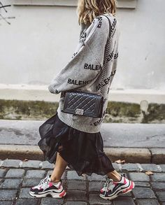 Looking for the ultimate casual yet chic outfit? Discover how to pair the iconic Balenciaga sneakers with gorgeous outfits for an effortless streetwear-inspired style. Curvy Fashion, Look Fashion, Winter Fashion, Womens Fashion, Fashion Tips, Fashion Trends, Fashion Websites, Fashion Online, Fashion Boots