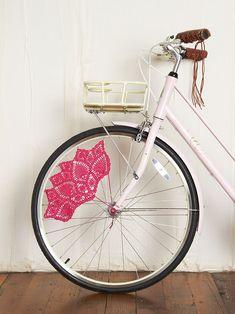 """Foto """"pinnata"""" dalla nostra lettrice Giorghia Ghezzi, blogger di Linfa Creativa Pink Crochet Skirt Bike Guards at Free People Clothing Boutique"""