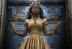 Sun Goddess for real… Model: Theresa Fractale Photographer: Lillian Liu Dress: Linda Frisen Couture Mode Inspiration, Character Inspiration, Fascinator Wedding, Pretty People, Beautiful People, Beautiful Models, Beautiful Dresses, City Of London, Costumes