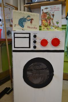 Wasmachine uit karton Verhaal: Opa Jan maakt zijn huis schoon Viezeltje