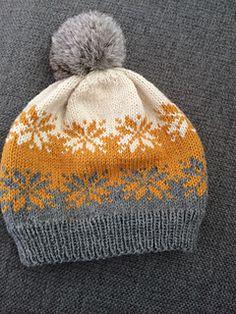 Ravelry: Septemberstjerner lue/beanie/Mütze pattern by MaBe Baby Hat Patterns, Knit Patterns, Loom Knitting, Baby Knitting, Norwegian Knitting, Knit Crochet, Crochet Hats, Fair Isle Knitting Patterns, How To Purl Knit