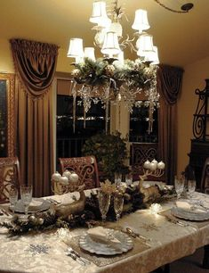Christmas Dinner Table decoration ideas for a wonderful Christmas Party decor. Check out Christmas Table Decorations and other Christmas decoraions ideas. Christmas Table Settings, Christmas Tablescapes, Christmas Table Decorations, Holiday Tables, Decoration Table, Holiday Decor, Christmas Chandelier Decor, Christmas Candles, Holiday Dinner