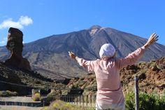 Baba Lena Erkhova, la abuela viajera en el Teide durante su viaje a Tenerife para su tratamiento dental en la clínica Artedental.