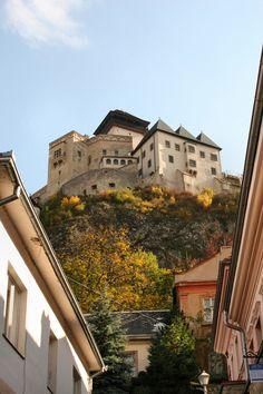 Trenčín Castle, Slovakia (by Beautiful Castles, Beautiful Buildings, Beautiful Places, Places To Travel, Places To See, Bratislava Slovakia, Heart Of Europe, Famous Castles, Medieval Castle