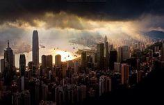 Nubes de tormenta sobre Hong Kong, China.