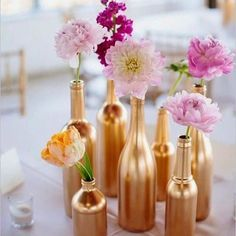 Bom dia!!! Decore com charme e gastando pouco ( tinta spray  garrafinhas de vidro) #reveillon  #decor #vem2017 #decoração #organizesemfrescuras