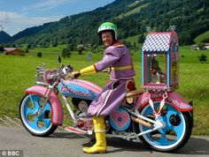 Meet Grayson Perry, the 49 year old motorcycle loving artist and transvestite that lives in London. As a child Perry had a teddy bear name Alan Measles, who was apparently the dictator and God of t. Photomontage, Grayson Perry Art, Bike Reviews, Cosplay, Lavender Color, Today Show, Illustrations, Motorbikes, Biker