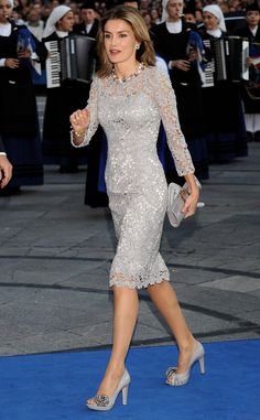 Queen Letizia of Spain Photos Photos - Princess Letizia of Spain arrives at the Prince of Asturias Award Ceremony on October 2008 at the 'Campoamor' Theatre in Oviedo, Spain. - Prince Of Asturias Awards 2008 Dress Skirt, Lace Dress, Dress Up, Royal Fashion, Fashion Looks, Estilo Real, Queen Letizia, Mode Outfits, Mother Of The Bride