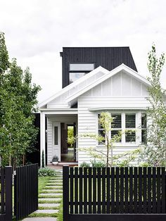 Kerb appeal: 30 ideas for styling your home exterior Flip the traditional white picket fence on its head with a lick of bold black paint out front and up top, like this stunning Melbourne. Exterior Colors, Exterior Design, Interior And Exterior, Cottage Exterior, Modern Exterior, Black Exterior, Bungalow Exterior, Facade Design, Craftsman Exterior