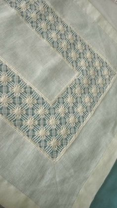 Hardanger Embroidery, Embroidery Stitches, Crochet Bedspread, Bargello, White Fabrics, Needlework, Arts And Crafts, Quilts, Blanket