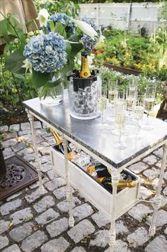Champagne Bar.  Webpage in Swedish (translation available) Scores of Midsummer table setting inspiration!