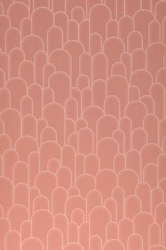 Che incantevole armonia di colori in rosa pallido e palissandro! Il suggestivo disegno ad arco con una struttura a rilievo sembra arte astratta elegantemente sobria e aperta a una moltitudine di interpretazioni. Art Deco Wallpaper, Graphic Wallpaper, Wallpaper Samples, Pattern Wallpaper, Basic Colors, Colours, Motifs Art Nouveau, Art Deco Stil, Color Harmony