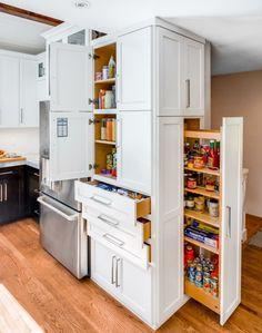 Mit Einem Apothekerschrank Für Küche Schafft Man Ausreichend Platz Zum  Aufbewahren Und Verstauen Von Lebensmitteln Und Kochutensilien.  Überschaubar Und
