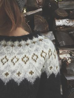 """""""So in peace our task we ply, Pangur Bán, my cat, and I…"""" – Ways of Wood Folk Fair Isle Knitting Patterns, Knitting Blogs, Knitting Designs, Knitting Projects, Hand Knitting, Icelandic Sweaters, Wool Sweaters, Punto Fair Isle, Black Sheep Wool"""