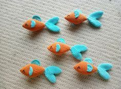 Crochet Fishes – FREE PATTERN - - Well, hello there! My apologies for not posting lately… I have been preoccupied with other activities. Let's see, my daughter has just started teething tooth has already poked out! Chat Crochet, Crochet Mignon, Crochet Cat Toys, Crochet Diy, Crochet Gratis, Crochet Patterns Amigurumi, Crochet Animals, Crochet Dolls, Crochet Food