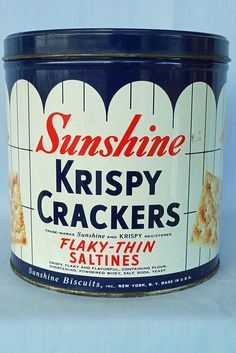 Trade Marks Sunshine and Krispy Registered Flaky-Thin Saltines. From the Thousand Window Bakeries. Vintage Metal Signs, Vintage Tins, Vintage Antiques, Vintage Stuff, Tin Can Alley, Spice Tins, Coffee Tin, Tin Containers, Vintage Packaging
